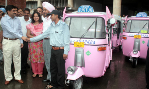 UT Home Secretary, Mr. Ram Niwas shaking hands with an  auto driver  after  flagging off  Tricity Tuk Tuk Radio Auto Rickshaw at UT Secretariat, Sector-9, Chandigarh on  Wednesday, September 09,2009.